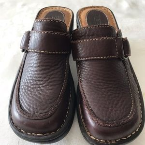 BORN HANDCRAFTED BROWN LEATHER CLOGS/MULES S6.5